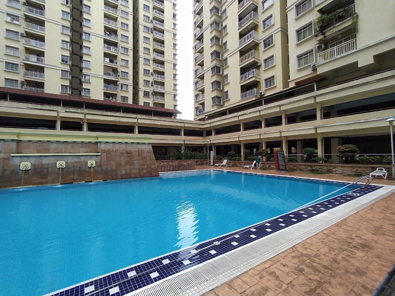 FREEHOLD  WELL MAINTAINED HIGH FLOOR PV3 UNIT WITH BALCONY FACING OPEN FOR SALE