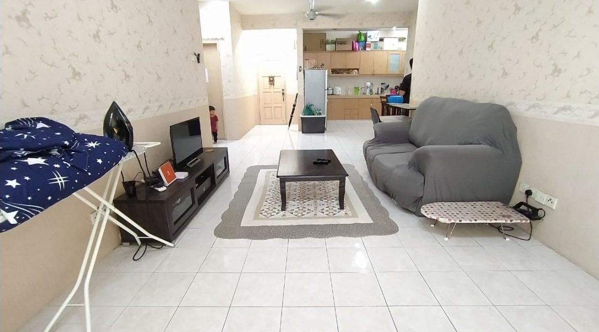 FREEHOLD WELL MAINTAINED HIGH FLOOR PV3 UNIT WITH BALCONY FACING OPEN (7)